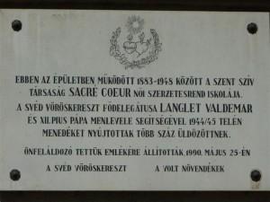 Minnestavla över Valdemar Langlet i Sacré Coeur-klostret i Budapest, en av de platser där Röda Korset gömde judar undan nazisterna.