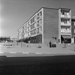 """Gröna gatan"", kvarteret Källan, 1959. Foto: Gunnar Sundgren"