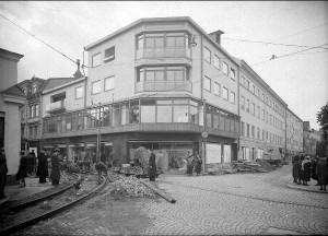 Hörnhuset på Vaksalagatan 14 omkring 1939.  Foto: Paul Sandberg