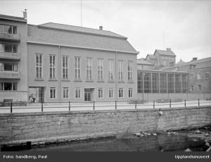 Gamla stadsbiblioteket och simhallen på Östra Ågatan. Foto: Paul Sandberg, 1941.
