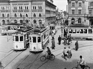 Spårvagnar på Stora torget, 1944. Foto: Axel Sagerholm