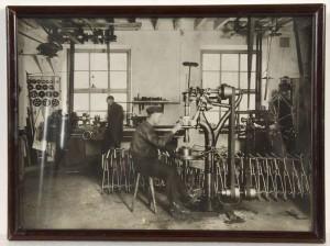 Arbete i fabriken, okänt datum. Foto: Upplandsmuseet
