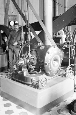 Maskinsalen, Upsala Bayerska Bryggeri, före 1914. Foto: Henri Osti