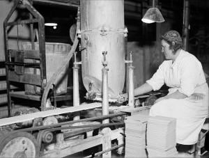 Arbete på Upsala-Ekeby, 1943. Foto: Paul Sandberg